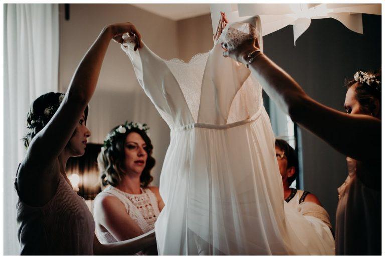 photographe bordeaux, habillage de la mariée