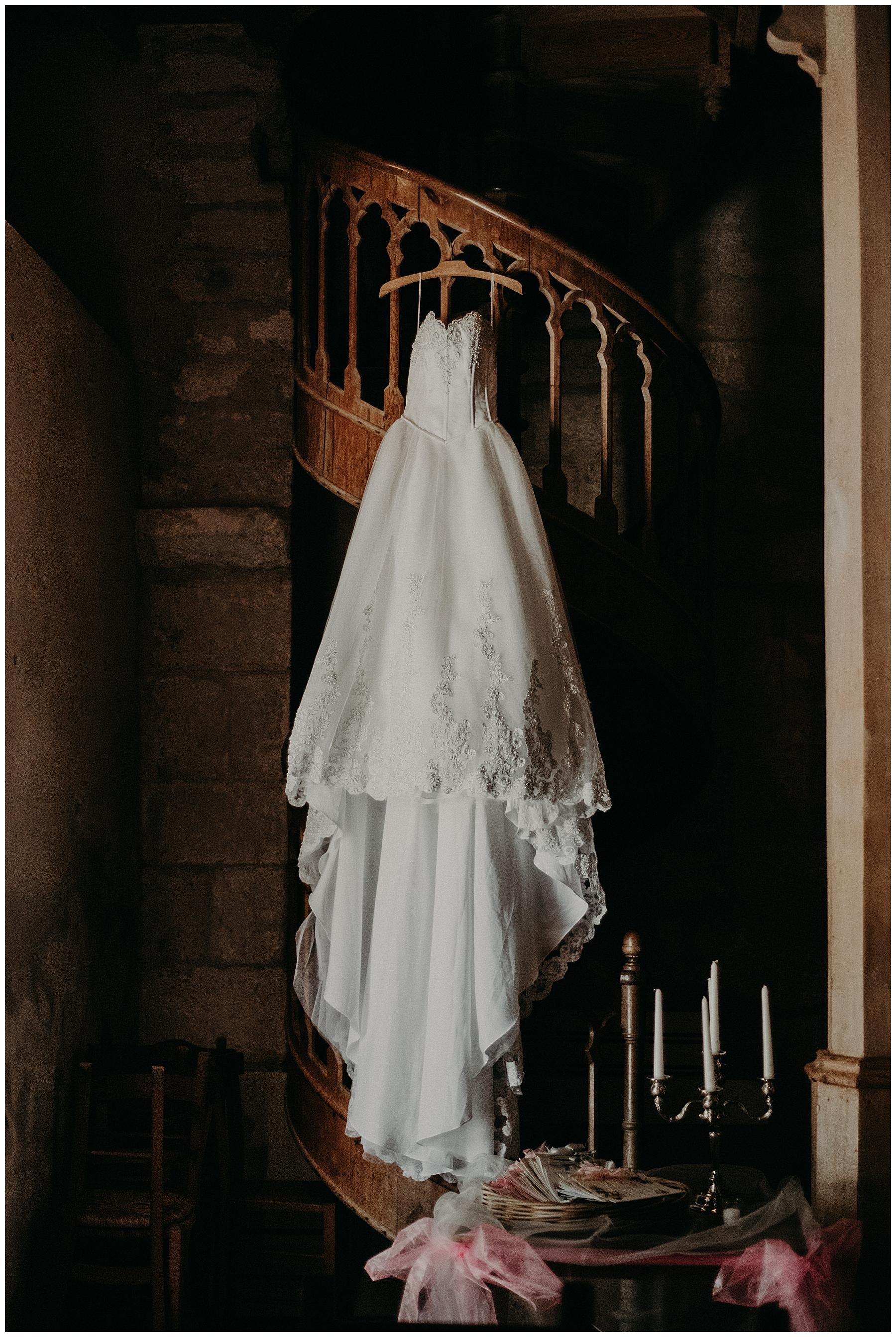 robe de la mariée dans léglise de monteton