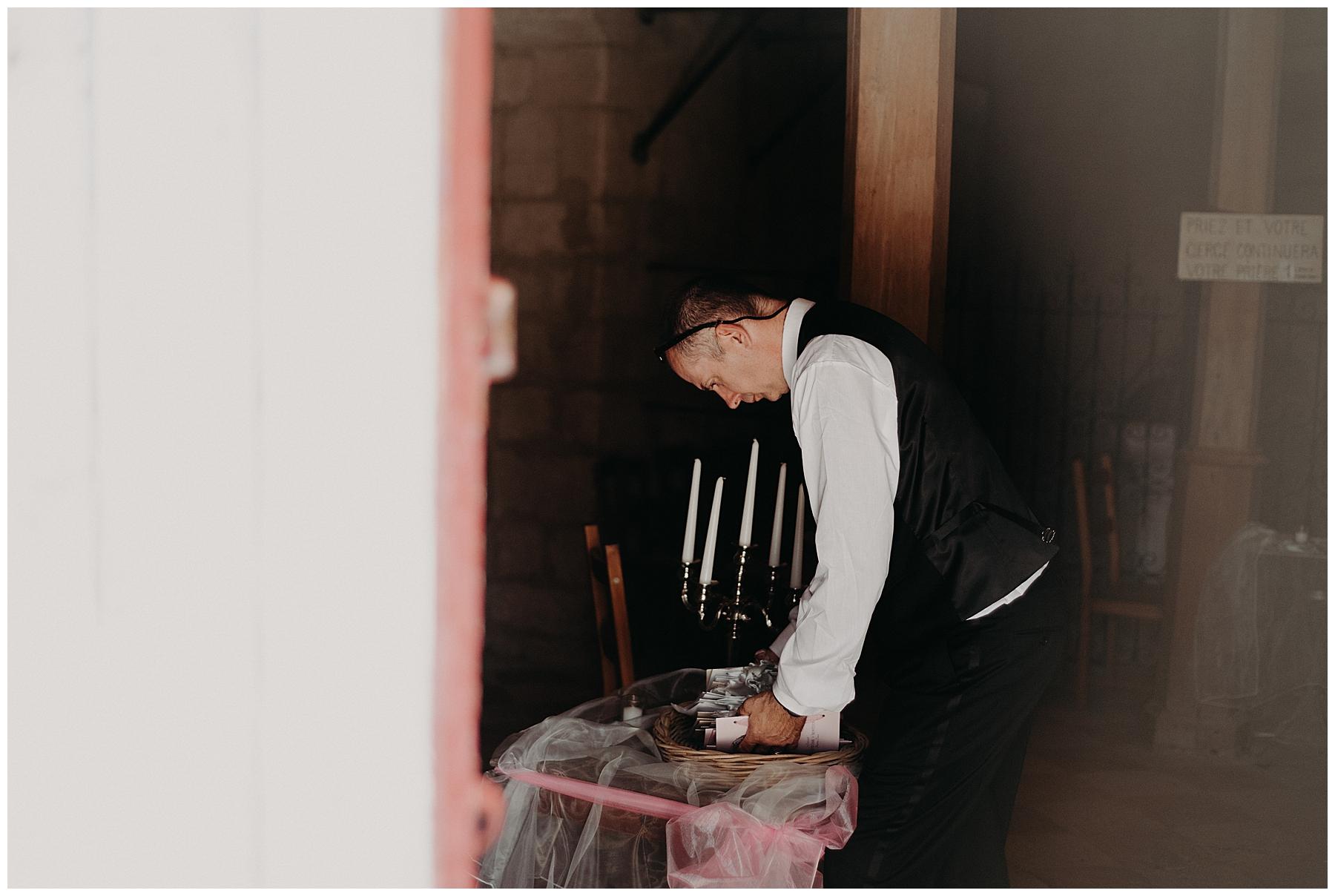 marié qui prépare le mariage à monteton