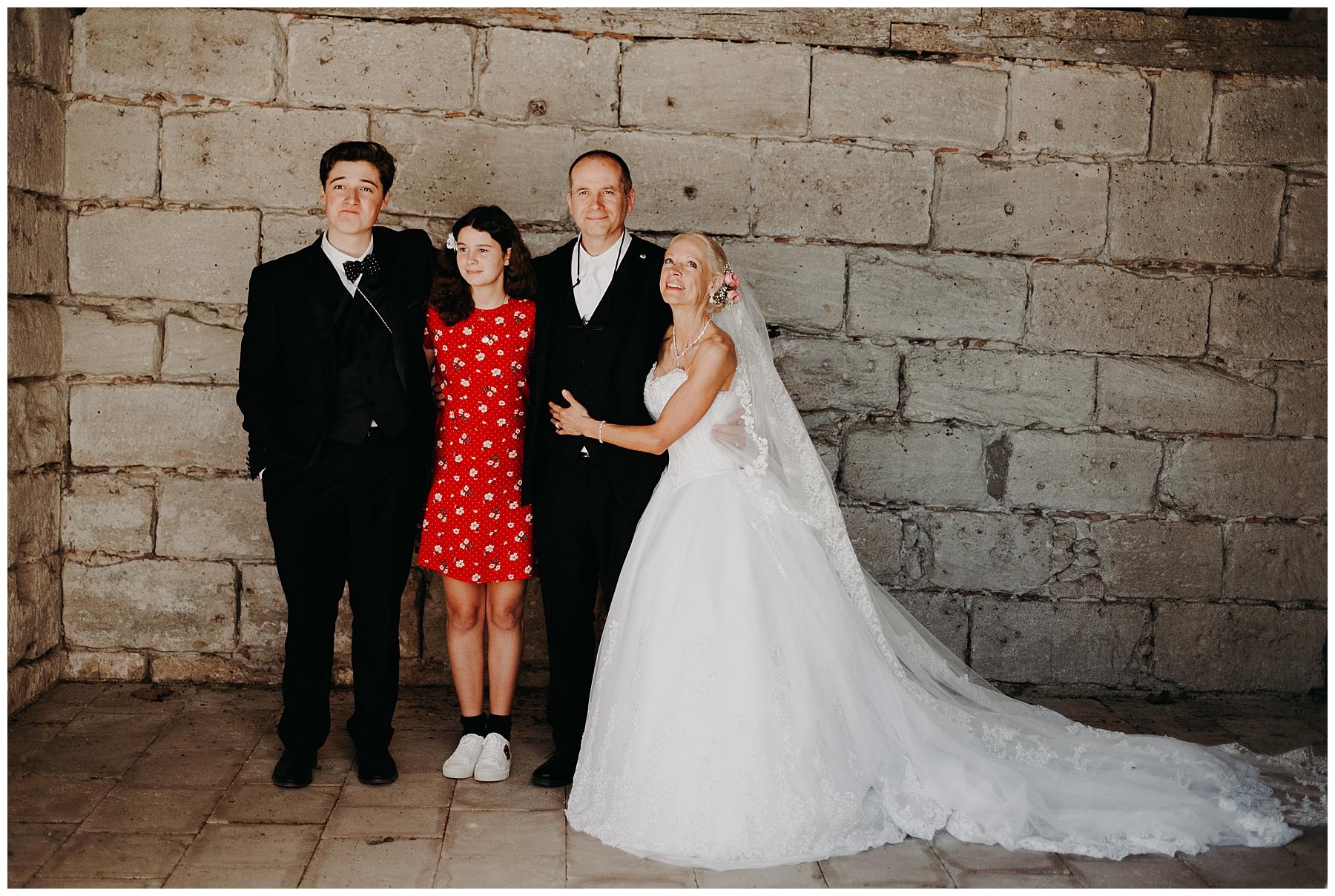 sortie de l'église des mariées en lot et garonne