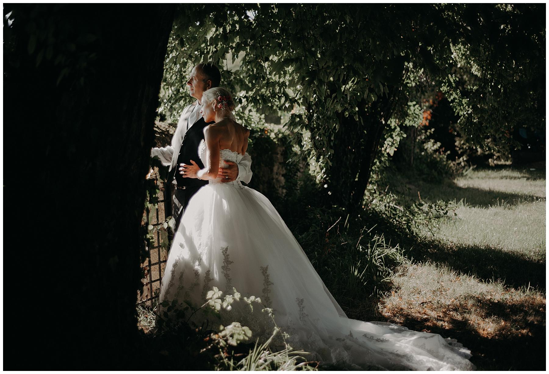 séance couple mariés château mondésir en Dordogne