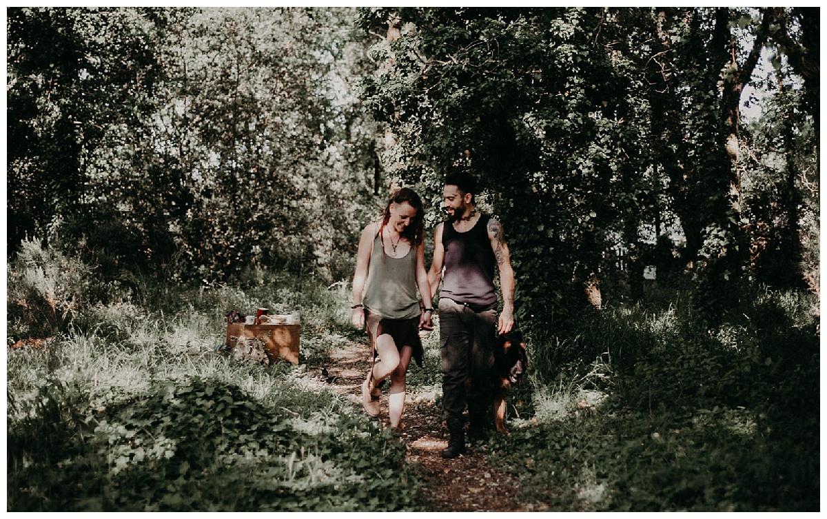 couple amamoureux en forêt bordeaux