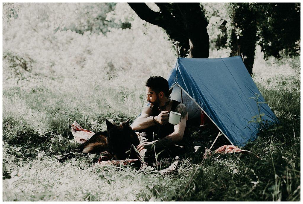 homme sous la tente bordeaux