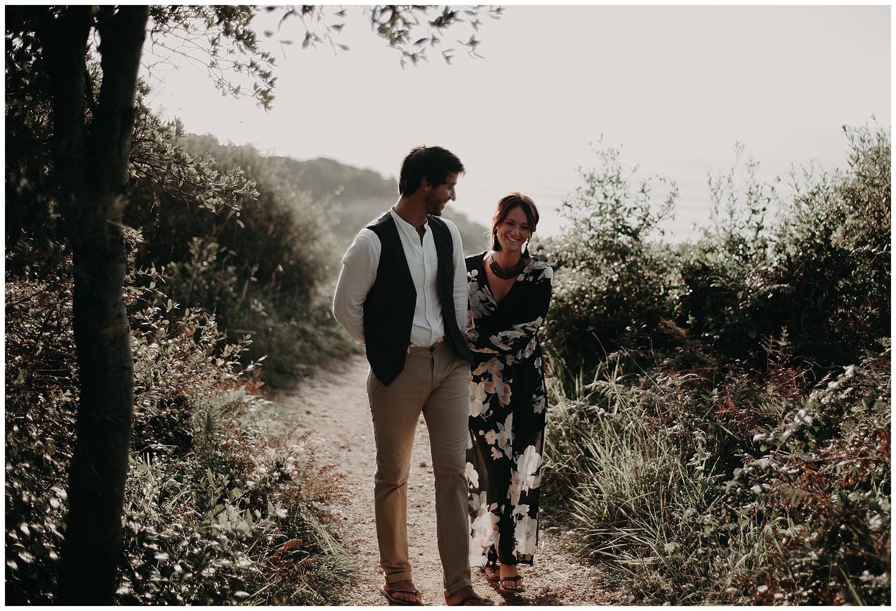 couple en balade au pays basque, photographe bordeaux