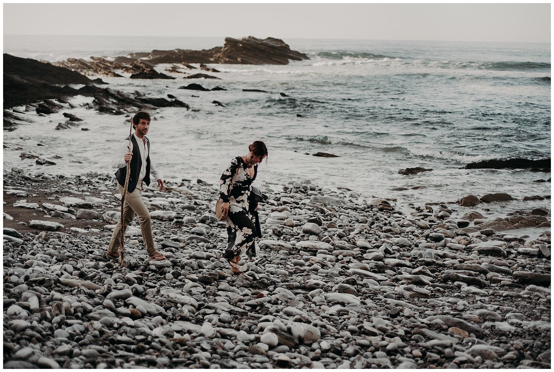 baade sur la plage de rocher, séance couple, pays basque