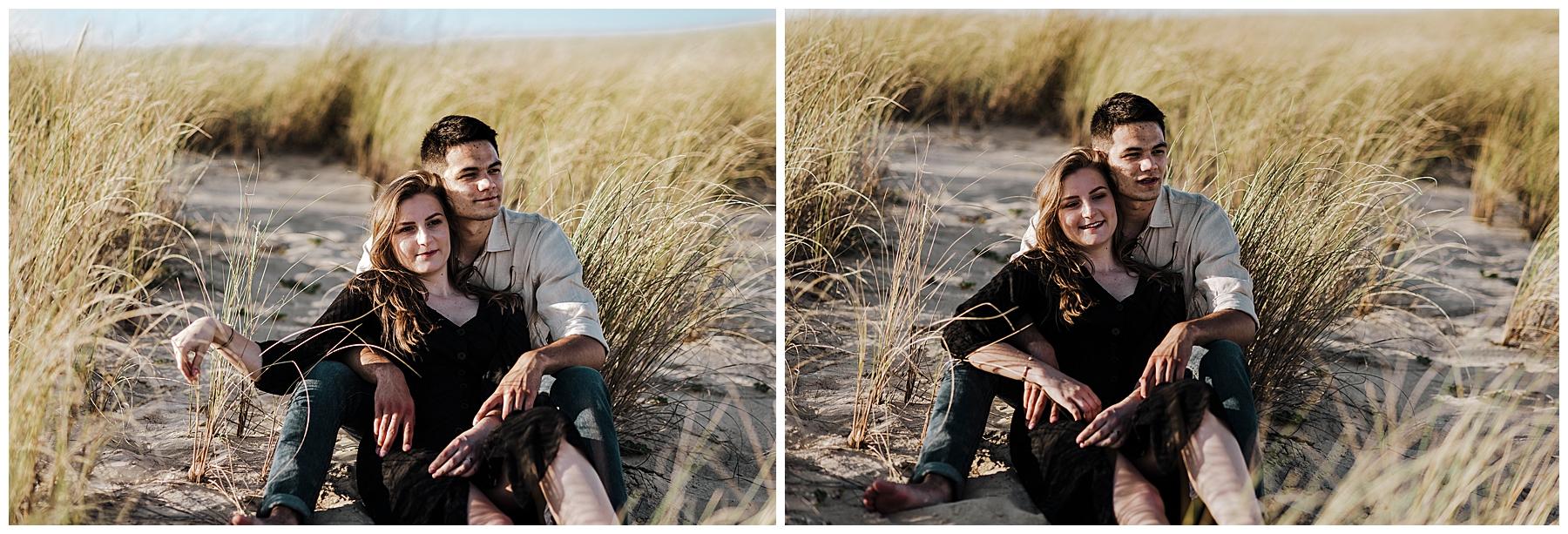 couple à la plage qui contemple la mer, photographe mariage bordeaux