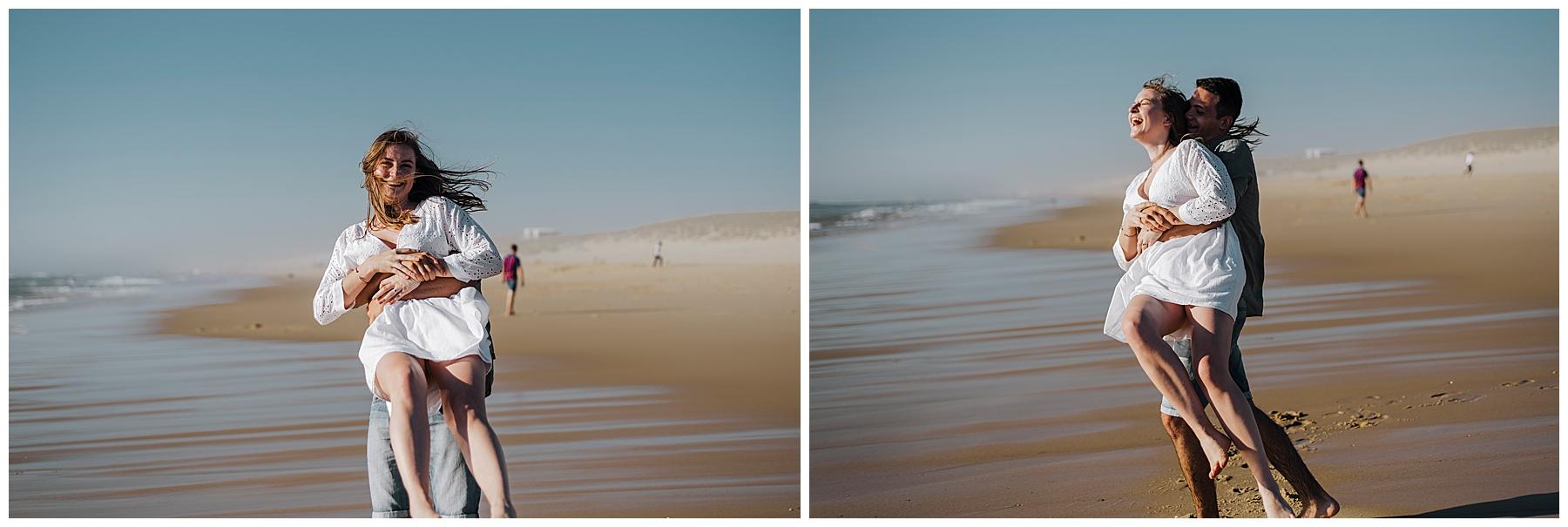 couple qui joue à la plage, séance photo couple, photographe mariage bordeaux