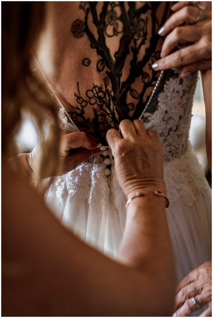 habillage de la mariée, château essendieras, mariage dordogne